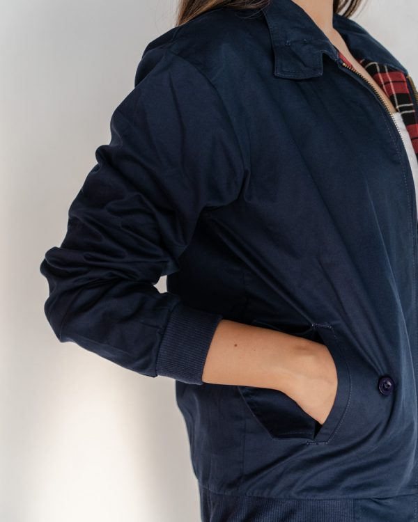 Close up picture of the sleeves of Men's Harrington Jacket Navy Blue. The Ghash calls this jacket: High Street Blue